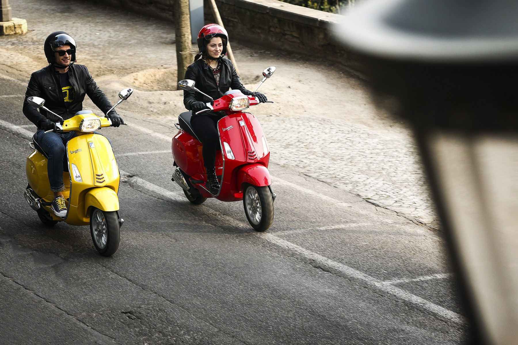 092 Vespa yellow and redSprint