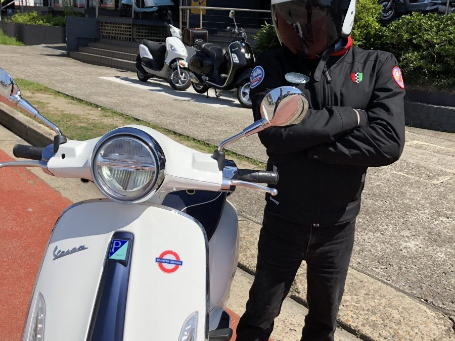 The SCOOTER STIG Reviews:  Vespa Primavera Yacht Club